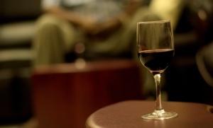 photo-1416235150813-dcb31b0653e8-wine glass